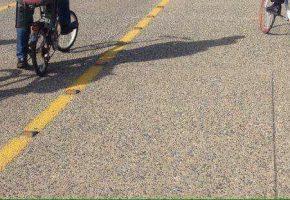 Στη μπάντα λινάτσες: Οδηγός Φεράρι κλείνει ποδηλατόδρομο στη Θεσσαλονίκη επειδή είστε φτωχοί (PHOTO)