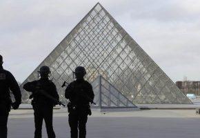 Παρίσι: Στρατιώτης πυροβόλησε άνδρα οπλισμένο με μαχαίρι έξω από το Λούβρο
