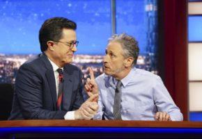 O θεός Jon Stewart επιστρέφει για να εξηγήσει στα αμερικάνικα ΜΜΕ τι τους λείπει κατά του Τραμπ (VIDEO)