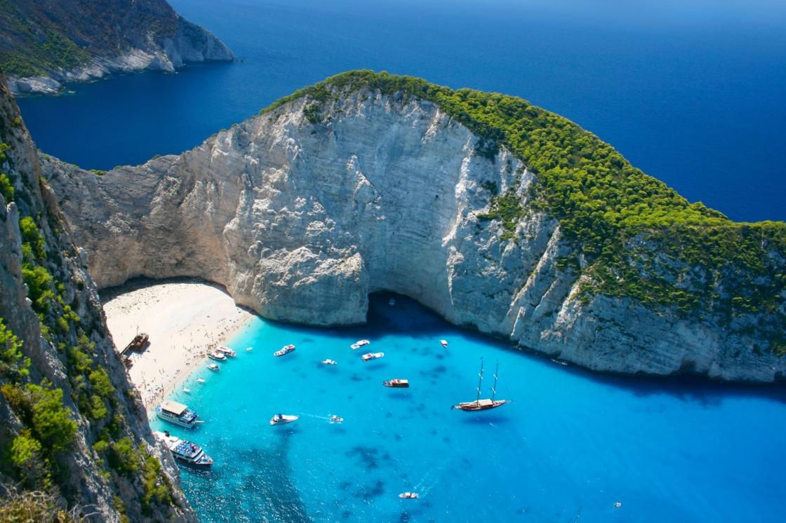 oi-paralies-ths-zakynthou-amazing-navagio-beach-in-zakynthos-island-greece-203-6840