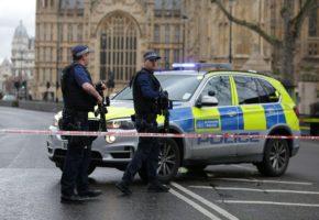 Λονδίνο: Πυροβολισμοί με αδιευκρίνιστο αριθμό τραυματιών ακριβώς έξω από το αγγλικό Κοινοβούλιο