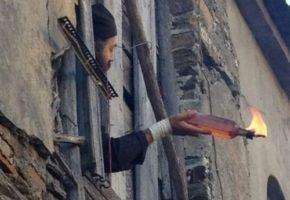 Ελεύθεροι οι μοναχοί της Μονής Εσφιγμένου που είχαν καταδικαστεί για τις μολότοφ