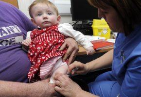 Αγγλία: Δικαστής με απόφασή του υποχρέωσε νεαρή vegan μητέρα να εμβολιάσει τα παιδιά της