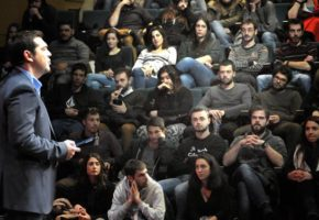 O Tσίπρας υποσχέθηκε δωρεάν ίντερνετ στους πρωτοετείς φοιτητές