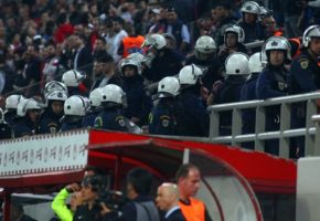 Σήμερα στο Καραισκάκη οι άνδρες των ΜΑΤ χτύπησαν μέχρι και τον αξιωματικό της Αστυνομίας