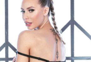 Η γνωστή πορνοστάρ Nicole Aniston αποφάσισε να χτυπήσει ένα αθάνατο ελληνικό τατού (PHOTO)