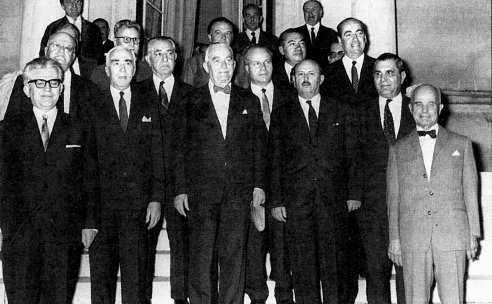 Μητσοτάκη κάθαρμα»: Τι ήταν η Αποστασία του 1965 και πως η κίνηση μερικών βουλευτών έσπρωξε την Ελλάδα λίγο πιο κοντά στη Χούντα